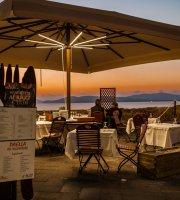Miques de Mirall Lounge Restaurant Bar