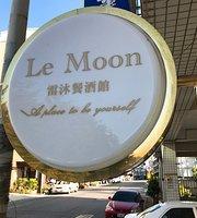 Le Moon Cafe & Bar