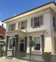 Montrose House on Riverbank