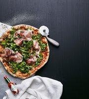 Classic Pizza Iso Omena