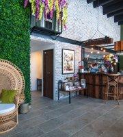 ArtHumus Organic Store & French Restaurant