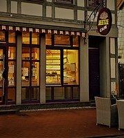 Jeetze Cafe