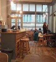 Arcade Coffee & Food