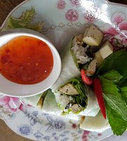 Nooms' Kitchen Thai Cuisine