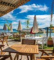 Paka Paka Beach Bar