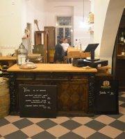 Božská Lahvice - Books & Wine & Cafe