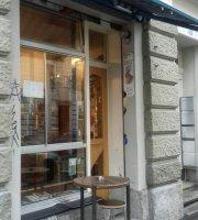 Cafe Le Mur