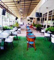 Rue 104 Lounge & Restaurant