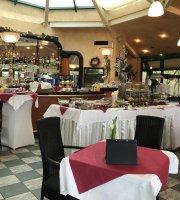 Pader Cafe & Bistro