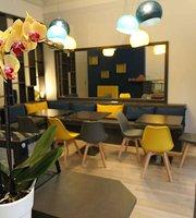 Le Tout Petit Cafe