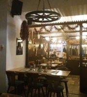 Hotel und Gasthof Zum Ziehbrunnen Ungarisches Restaurant Gemeskut Csarda
