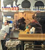 Laundromat Cafe