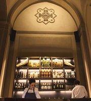La Maison Restaurant & Lounge