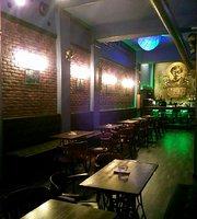 Tesla Steampunk Bar Cervecería