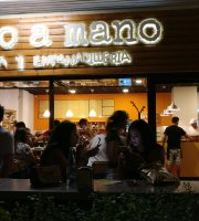‪Mano a Mano Pizzeria and Empanadilleria‬