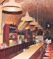 Les Mousquetaires - Brew & Wine Pub