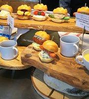 Cafe & Bar Tsukino