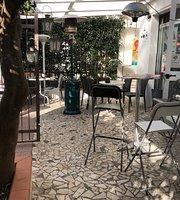 Mad'e Cafe
