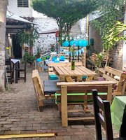 Metro Chuleta Parrilla, Café, Bar