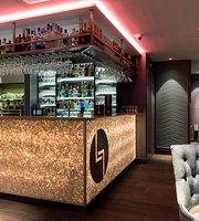Lloyd's Lounge