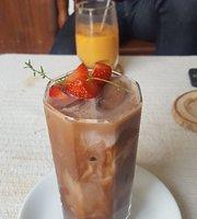 Rakuda Photo Artisans and Cafe