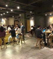 Starbucks (Jing Ji BaiNa KongJian)