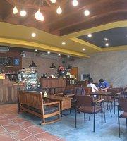 Ta Ton Yon Coffee & Cafe' by Nutnarak
