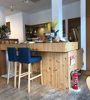 Cafe et Patisserie Genmyoan