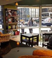 Iki Bistró Cafe & Libros