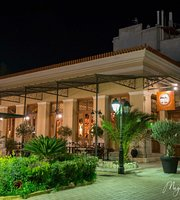 En Lavrio Cafe Bar Restaurant