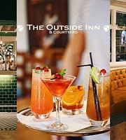 The Outside Inn & Courtyard