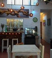 Galería Kitsch - Café Cultural-