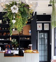 Sago Tree, Dish & Spoon Cafe'