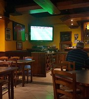 Universal Sport Bar & Grill
