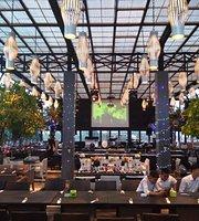 De Sky Resto and Lounge