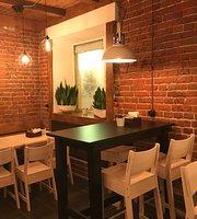 9/10 Cafe