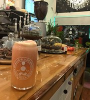 Saadia's Juice Box & Yoga Bar