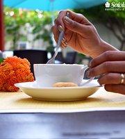 Solola's Pastelería & Café