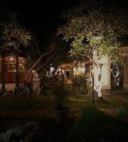Pakis Ayu Warung Bar & Restaurant