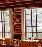 Arowhon Pines in Algonquin Park Restaurant