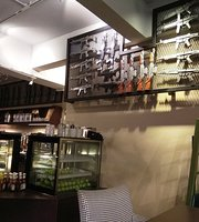 Hollywood Coffee & Pastry - Pandan Indah