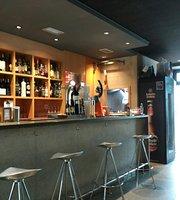 Cafe bar 13