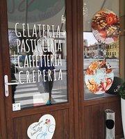Jnj gelateria creperia bakery cafe'