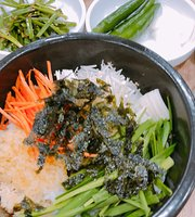 Kim Myungja's Oyster Rice Soup