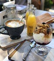 Rama Negra Casa de Cafe