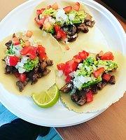 Vamos Empanadas y Tacos