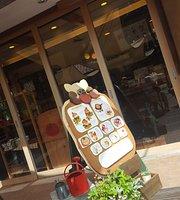 Mokumoku Tomato Cafe