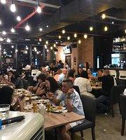 Der Master Restaurant, Delicatessen Grocer & Bar