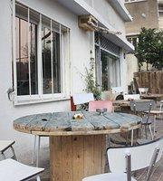 HaPina Cafe