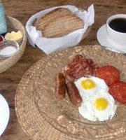 Polepole Cafe'
